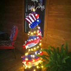 of July tomato cage. Patriotic Decorations,you could also do this tomato cage tree without the hat,and use a star topper Patriotic Crafts, July Crafts, Summer Crafts, Diy And Crafts, Patriotic Wreath, Easter Crafts, Tomato Cage Crafts, Tomato Cages, 4th Of July Celebration