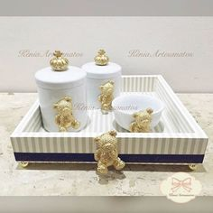 Bandeja + Kit higiene porcelana com ursinhos #decoração #instagood #kithigiene #delicadeza #kithigieneurso #luxo #decor #decorandocomestilo #feitoamão #instadecor #arte #artesanato #decoracaoursinhos #quartodemenino #kitlindo #kitpersonalizado #temaurso #baby