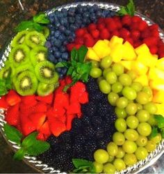 New fruit platter ideas party entertaining veggie tray 35 Ideas Party Trays, Snacks Für Party, Party Appetizers, Parties Food, Party Buffet, Fruit Platter Designs, Platter Ideas, Deco Fruit, Fruit Dishes