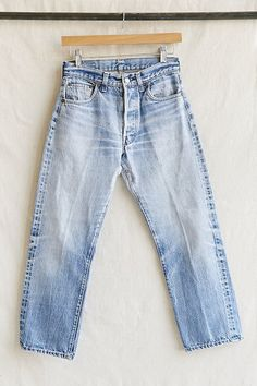 Vintage levis 501 redline button fly jean - urban outfitters levis b. Jean Outfits, Cute Outfits, Patched Jeans, Button Fly Jeans, Vintage Levis, Suit Fashion, Trends, Jeans Style, Lady