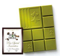 La tablette Yuzu Macha Le délicat parfum du thé Macha conjugué à la légère acidité du Yuzu (agrume japonais)... Cette tablette a reçu le Prix Spécial Innovation au Salon du Chocolat 2011 !
