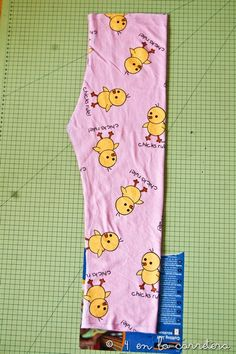 4 EN LA CARRETERA. Handmade: TUTORIAL: COSER UN PIJAMA RÁPIDO SIN PATRÓN Pajama Pattern, Kids Pajamas, Baby Sewing, Pajama Pants, Stitch, Nova, Ideas, Fashion, Kid Outfits