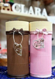 Caja de regalo cilíndrica con cartón corrugado :lodijoella