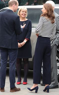 Thigh Splits, Polka Dots, Basket Bags… Behold Kate's Royal Style Reinvention - Kate Middleton style: Sailor trousers and breton top - Style Kate Middleton, Kate Middleton Outfits, Pippa Middleton, Angelina Jolie, Cowgirl Style Outfits, Style Royal, Princesa Kate, Estilo Real, Stylish Maternity