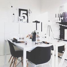 ROCKIN' OFFICE IN BLACK & WHITE