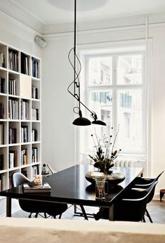 Wonderfully white and minimal home library, and in the dining room! love the bookcase/ Eames Plastic Chair DAW €91