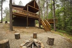 #McCurtainCounty Hillside Delight - Hillside Delight cabin is elevated in the treetops looking down on whispering pines and deer runs in the ...