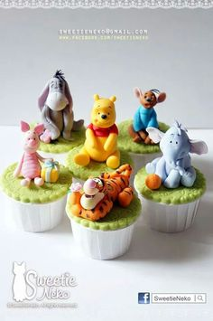 pooh and friends cupcakes Bee Birthday Cake, Birthday Cupcakes, Birthday Ideas, Winnie The Pooh Cake, Winnie The Pooh Birthday, Winie The Pooh, Pooh Bebe, Peter Rabbit Party, Pretty Cupcakes