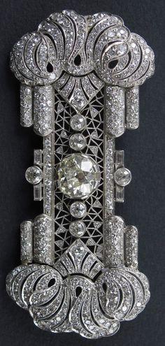 An Art Deco platinum