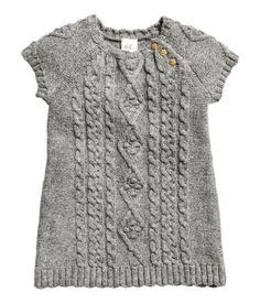 Gray melange. Dress in soft cable-knit fabric with wool content. Short sleeves and buttons at top.