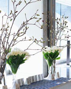 「SAKURA weddingの welcome space  チューリップと木蓮の下には メッセージカードを置いて  #work #yukowedding  #sakurawedding」