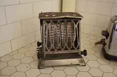 Old Torture Device Toaster 28 Cool Toasters To Make Your Morning Better Vintage Appliances, Small Appliances, Kitchen Appliances, Cool Toasters, Vintage Toaster, Slinky Toy, Retro Table, Toy Kitchen, Kitchen Stuff