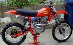 Honda with a C&J Frame, race ready Enduro Vintage, Vintage Motocross, Vintage Bikes, Vintage Motorcycles, Mx Bikes, Motocross Bikes, Cool Bikes, Motorcycle Dirt Bike, Motorcycle Design