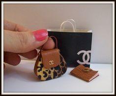 Cartera zapatos y accesorios para casa de muñecas por DesignBA, $36.00