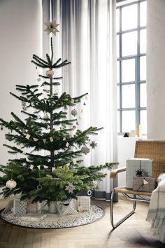 julgran med vita dekorationer - Sök på Google