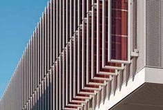 Farbstoffsolarzellen wandeln bei Merck in Darmstadt Licht in Energie um Architecture Details, Modern Architecture, Innovation, Pharmacy School, Solar Shades, Facade Design, Stairs, Studio, Architecture
