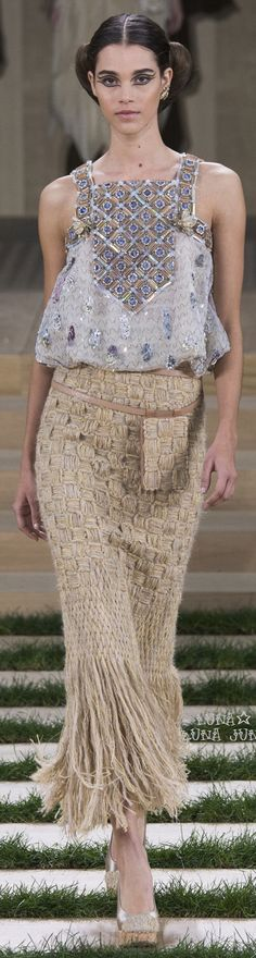 Pauline Hoarau for Chanel - Couture Spring 2016 - Paris Fashion Week. Chanel Couture, Style Haute Couture, Spring Couture, Couture Fashion, Runway Fashion, Womens Fashion, Paris Fashion, Couture Week, Fashion Week