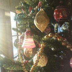 Vintage Christmas ornaments - (2014 Christmas tree by Erin Saba @erinsaba) #xmastree #ornamentcollection