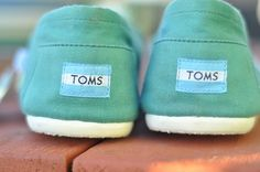 TOMS. great color