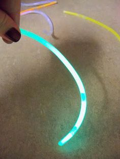 Glow sticks show different amount of energy when placed in hot vs cold water investigation
