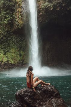 La Fortuna is one of the best places to go in Costa Rica if you're looking for adventure. Here are 9 amazing things to do in La Fortuna, Costa Rica! Travel Pictures, Travel Photos, Costa Rica Waterfall, Costa Rica Pictures, Places To Travel, Places To Go, San Jose Airport, Volcano National Park, Campinas