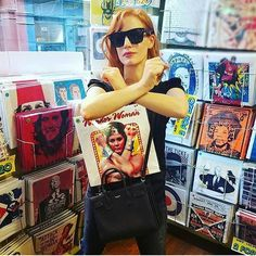 The moment you see your own picture in a random record store...but then you realize it´s your twin Jessica Chastain 😂😂😂@jessicachastain #SisterFromAnotherMister #actress #shooting #twins #OhMyGod #JessicaChastain #featurefilm
