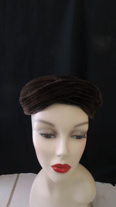 CHIC AND SOPHISTICATED MID-CENTURY HAT
