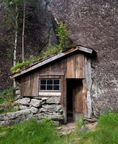 """smellthesoil: cabinporn: Moldhuset (literally """"the earth/soil... by tammi"""