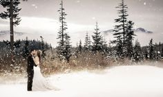 26 Snowy Wedding Photos That Capture The Romance Of Winter