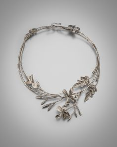 LOUISA GUINNESS Claude Lalanne, Leaf and Flower, Necklace, c. 1990, silver, diameter 16.5 cm, editioned 1/1 c. Louisa Guinness Gallery, 2016