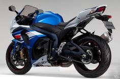 Equipped with tachometer with LCD speedometer and 3-way adjustable footpegs, adjustable shift lever and short fuel tank, #2015SUZUKIGSXR1000 is wonderful sports bike.