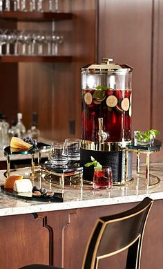 Inspired by renowned chef Michael Mina, our eye-catching tiered stands fit around the beverage tub to provide extra space for drinks, garnishes, bottle openers and more.