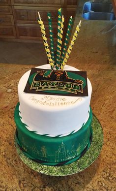 Gorgeous Baylor graduation cake! Love the detailing of Burleson Quad on the side! (Via @MaddieLinMurray on Twitter)