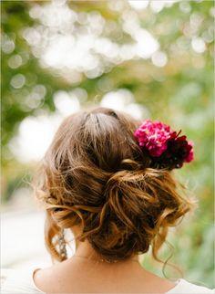 relaxed wedding hair inspiration #weddinghair #casualweddinghair #weddingchicks http://www.weddingchicks.com/2014/03/13/intimate-earthy-wedding/