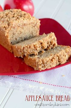 Applesauce Bread with cinnamon oat topping. Such a yummy fall bread recipe! Every bite of this applesauce bread is scrumptious! The buttery cinnamon oat topping makes it a spectacular fall quick bread recipe! Loaf Bread Recipe, Loaf Recipes, Quick Bread Recipes, Banana Bread Recipes, Apple Recipes, Baking Recipes, Dessert Recipes, Apple Butter Bread Recipe, Desserts