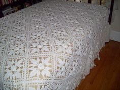 ~Vintage hand crocheted coverlet in off white cotton. ~Crochet 3 dimensional rosette squares with beautiful handmade fringe. Crochet Bedspread, Chenille Bedspread, Crochet Motif, Hand Crochet, Crochet Patterns, Crochet Ideas, White Bedspreads, Crochet Vintage, Single Quilt
