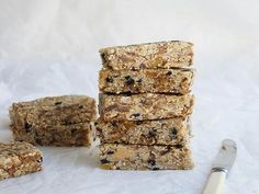 Satisfy your sweet tooth with these deliciously easy no-bake slices. From better-for-you muesli slice to more indulgent Mars Bar slice, there's a slice to suit any taste. Chocolate Slice, Chocolate Treats, Delicious Chocolate, Nutella Bar, Nutella Snacks, Muesli Slice, Muesli Bars, Quick Snacks, Yummy Snacks