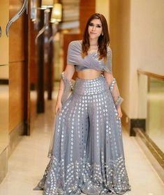 Top Beautiful Saharara Dress - Latest Saharara Dress Source by piyushsonani - Party Wear Indian Dresses, Indian Fashion Dresses, Designer Party Wear Dresses, Indian Gowns Dresses, Dress Indian Style, Indian Designer Outfits, Indian Wedding Outfits, Indian Outfits, Ethnic Fashion