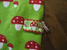 TOSIMUMMO: Tehdääs paita! Christmas Ornaments, Holiday Decor, Home Decor, Homemade Home Decor, Christmas Jewelry, Christmas Ornament, Interior Design, Christmas Baubles, Home Interiors