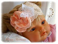 Bandeau bébé blanc saumon rose et papillon dentelle baptème mariage enfant : Accessoires coiffure par douce-fantaisie