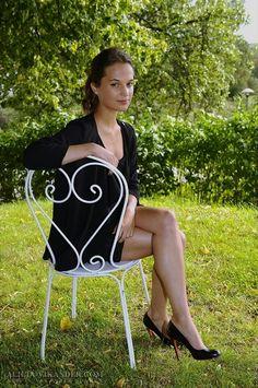 Alicia Vikander Ex Machina Michael Fassbender Beautiful Legs, Beautiful Women, Alicia Vikander Style, Laura Croft, The Danish Girl, Swedish Actresses, Pantyhose Outfits, Ex Machina, Beautiful Actresses