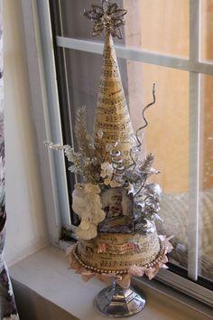 Vintage-Style Christmas Tree