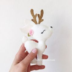 Items similar to DEER gold and white garland – decor – nursery decor on Etsy – Toys Ideas Felt Crafts, Holiday Crafts, Diy And Crafts, Felt Christmas Ornaments, Christmas Crafts, Christmas Ideas, Christmas Bingo, White Garland, Easter Garland