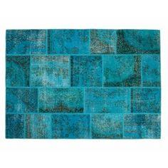 No es casualidad que los #artesanos joyeros elijan esta piedra preciosa para muchas de sus #creaciones. El color es una auténtica maravilla y nuestra #alfombra Hatice lo combina muy bien con su estilo vintage. El resultado es una pieza que captará toda la atención. Ponla allá donde quieras generar emoción y entusiasmo. http://www.sukhi.es/sobretenidas-hatice-alfombras-patchwork-1.html
