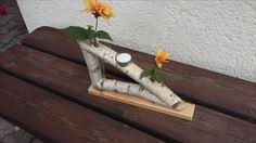 Ständer aus Birkenholz mit Vasen aus Reagenzgläsern und Teelicht