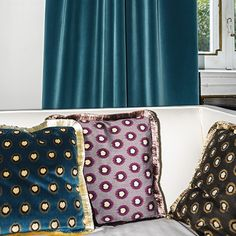 HOP by Dedar - Cotton velvet decorated with a circular motif whose blurred contours recall Ikat designs. The print is executed by means of the traditional cylinder technique.