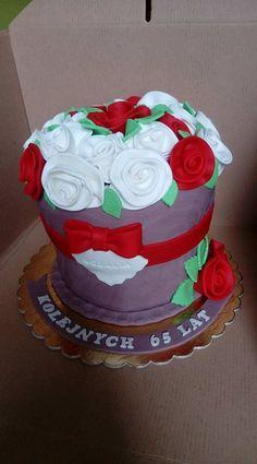 Tort doniczka z kwiatkami na 65 urodziny