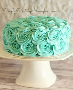 Rose Swirl Cake Tutorial -- simple and anybody can do it. (claimed the video) This cake, but in all white I would love for my brithday! Cake Decorating Techniques, Cake Decorating Tutorials, Cookie Decorating, Decorating Hacks, Pretty Cakes, Cute Cakes, Beautiful Cakes, Rose Swirl Cake, Rose Cake