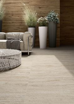 Garden and terrace tiles: discover the Marazzi collections suitable for your outdoor spaces. Balcony Tiles, Terrace Tiles, Balcony Flooring, Balcony Railing Design, Outdoor Wood Tiles, Outdoor Flooring, Marble Effect, Rooftop Terrace, Garden Seating