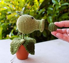 Plants vs Zombies Pea Shooter Amigurumi, and other softies too (Star Wars, Angry Birds)
